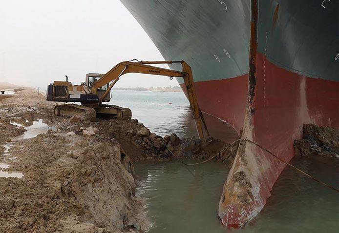 Vastgelopen Ever Given in het Suez Kanaal